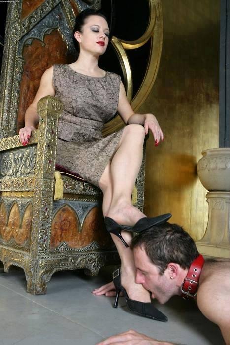 единственная госпожа моет ноги во рту рабыни мальчик повздорил отцом