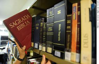 Várias Bíblias