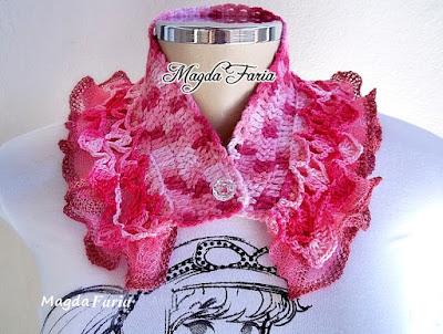 Linda gola em crochê feita em tons mesclados.Em fio de lã com babadinho em fio de algodão e Fio Sensual Geniale.