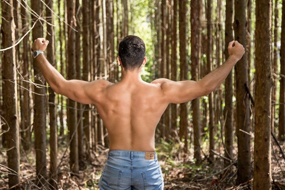 Modelo fitness Pedro Henrique mostra o corpo sarado em ensaio. Foto: Leonardo Santos