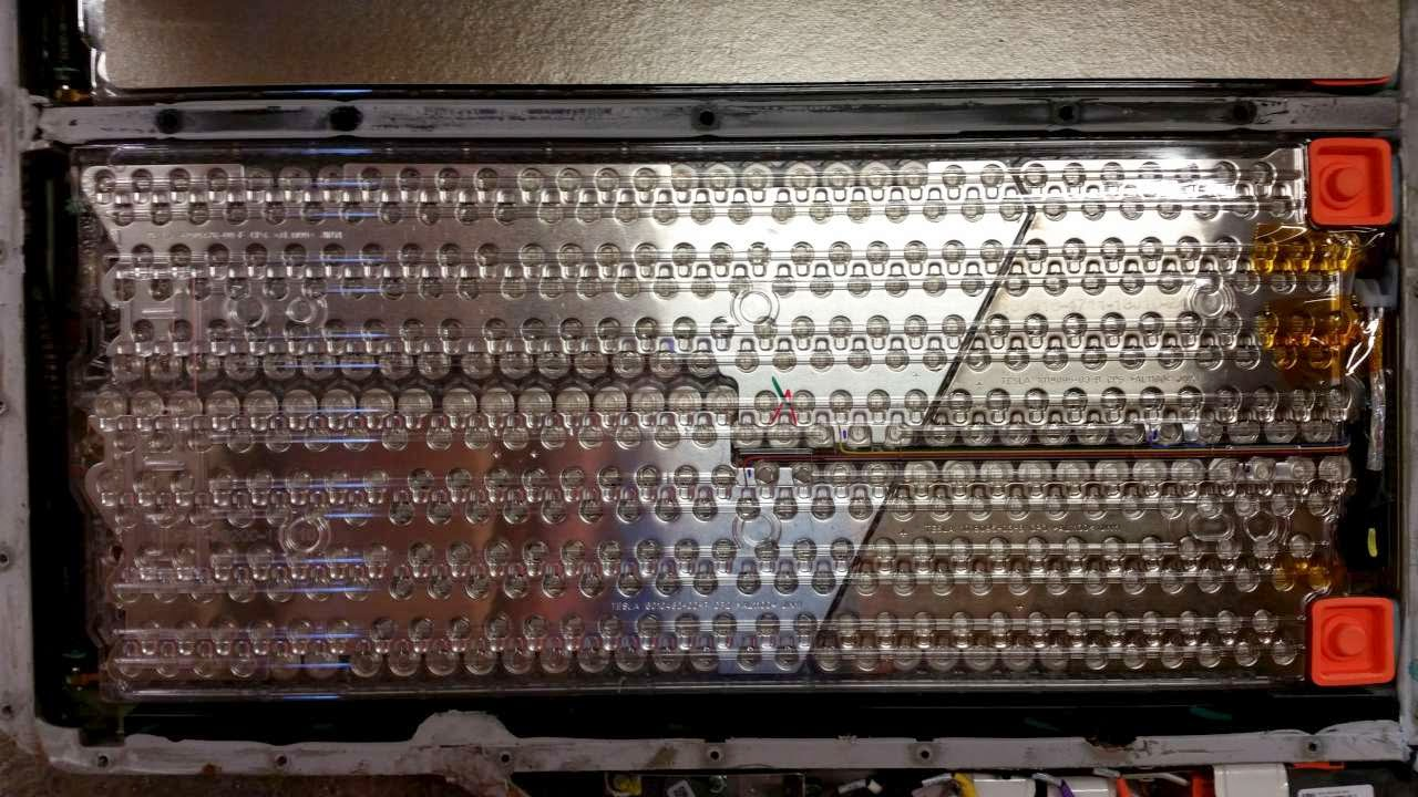 31. A PEEK INSIDE THE BATTERY OF A TESLA MODEL S - Qnovo