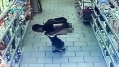 Pria Aneh Ini Tertangkap Kamera CCTV Sedang Buang Air Besar di Lorong Supermarket