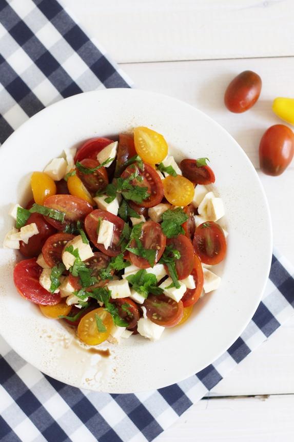 цветни чери домати, салата