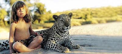 Tippi Degré, née le 4 juin 1990 en Namibie, est la fille d'Alain Degré et de Sylvie Robert. Elle s'est fait connaître parce qu'elle a grandi en Afrique australe avec des animaux pour amis jusqu'à l'âge de 10 ans.