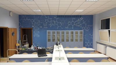 Mural w szkole, graffit 3D wykonane na terenie szkoły, malowanie murali w szkołach, artystyczne malowanie ścian, Warszawa