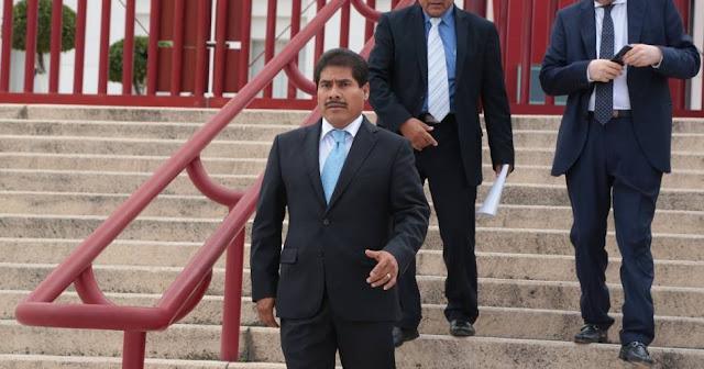 Alcalde de Puebla acepta que pagó el viaje de su esposa a Japón con dinero público