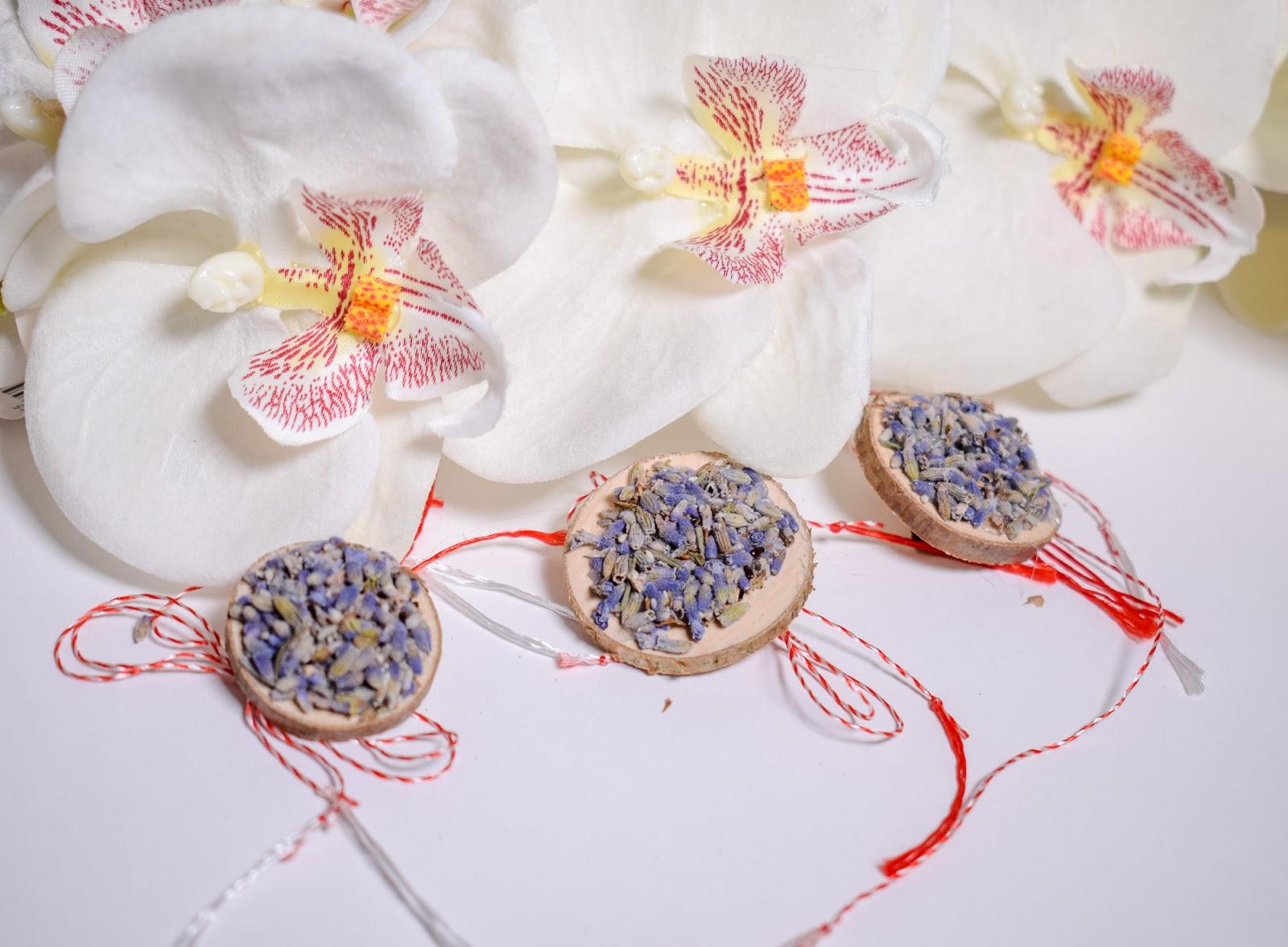 Zana Florilor: Martisoare cu Flori de Lavanda si Galbenele