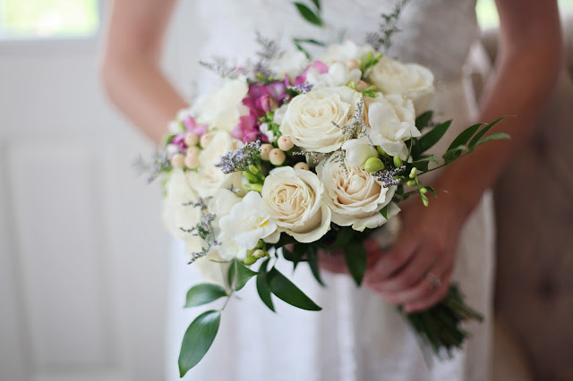 wedding-bride-bouquet