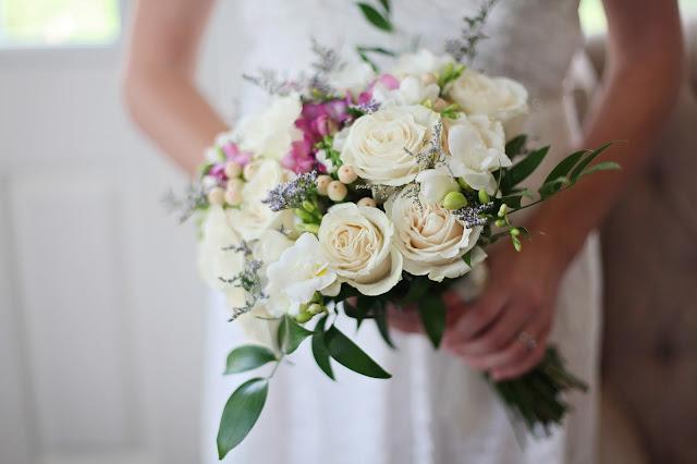 wedding-bride-bouquet