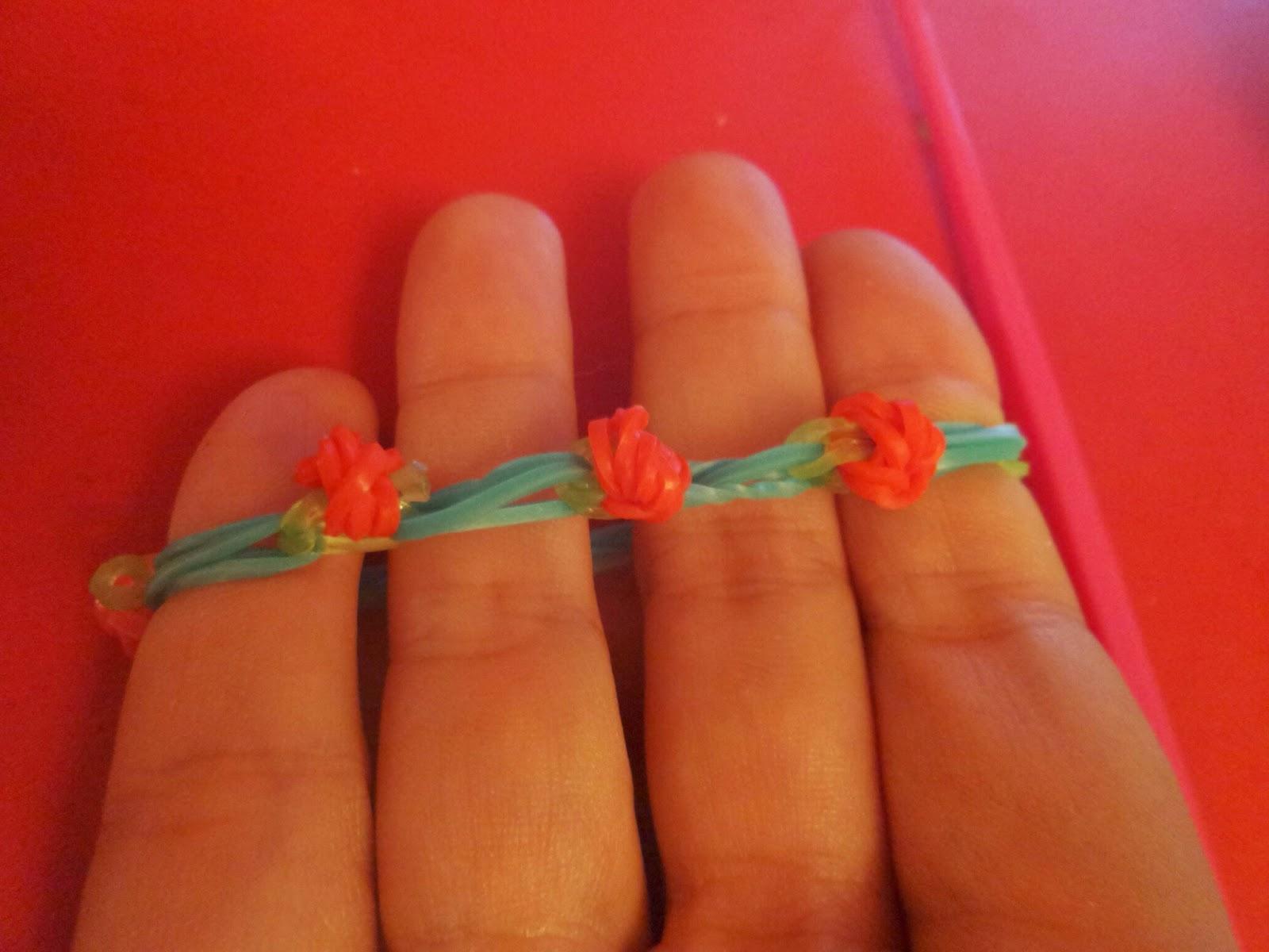 Loom Band Rosebud bracelet