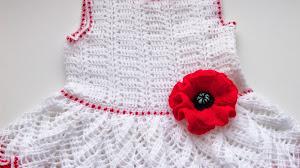 Bello vestido de niña al crochet