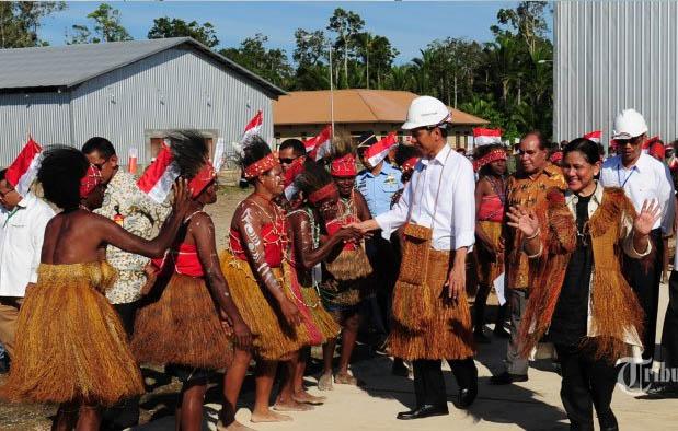 Pakaian Adat Wanita Papua Barat