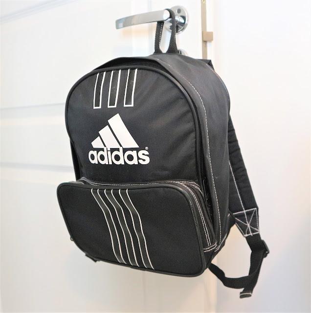 mustavalkoinen adidas reppu packbag