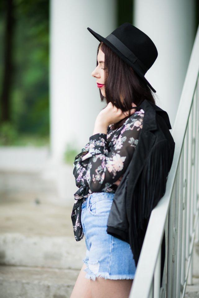 stylizacja z kapeluszem