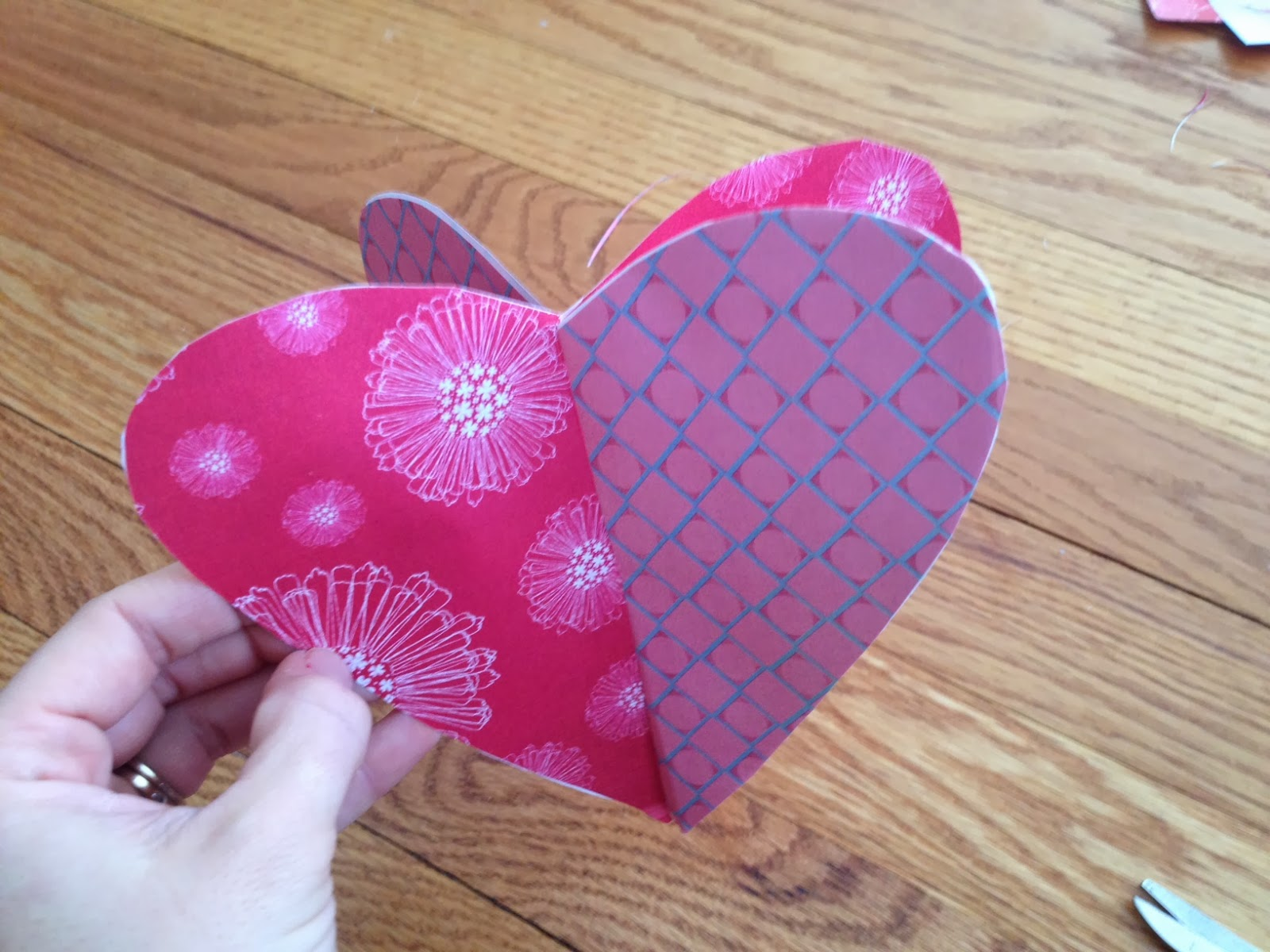 Two It Yourself How To Make 3d Paper Hearts For Valentine S Day Crafts