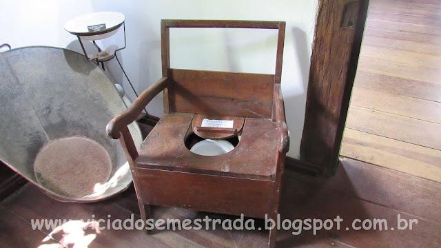 Antigo vaso sanitário no Museu Cláudio Oscar Becker