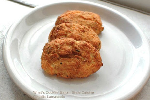 Mashed potatoes molded into this chicken and potato buffalo hot sauce croquette and baked