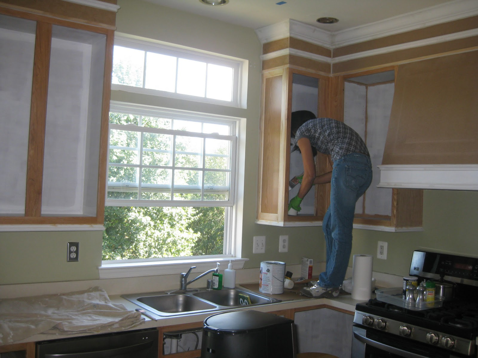 How To Paint Kitchen Cabinets In Mobile Home Painting The Kitchen Cabinets Remodelando La Casa