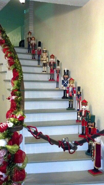 Decorar En Navidad La Baranda De La Escalera