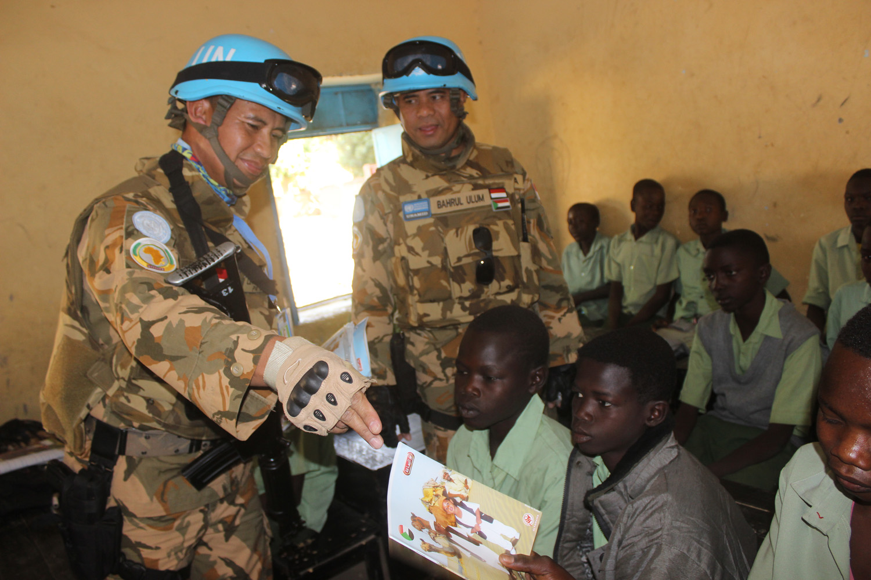 Pasukan Garuda Beri Bantuan pada Sekolah di Sudan