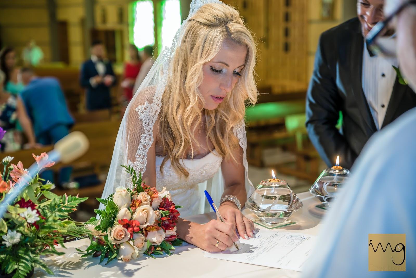 Haciendo oficial el casamiento.