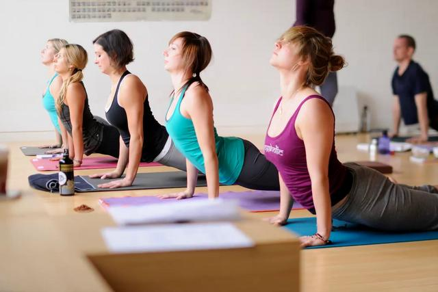Gerakan Senam Yoga Sebagai Olahraga dan Olahrasa