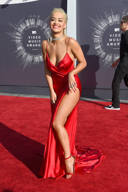 Celeb S Most Revealing And Super Sexy Red Carpet Looks Of