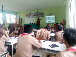 SMA Negeri 5 Kota Cirebon Manfaatkan Smartboard Dalam Kegiatan Belajar Mengajar