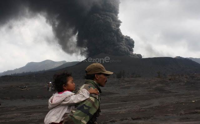 Gunung Bromo Erupsi Semburkan Kolom Abu 2.929 Meter, Dilarang Mendekati Radius 1 Km
