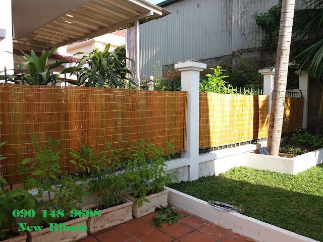 Ốp hàng rào bằng mành sáo nứa