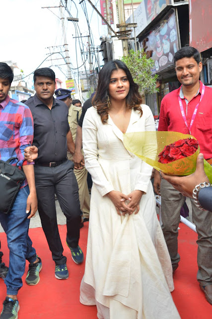 Actress Hebah Patel Launch BNew Mobile Store At Tenali