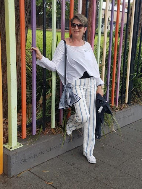 White striped pants/white top/converse sneakers/casual look