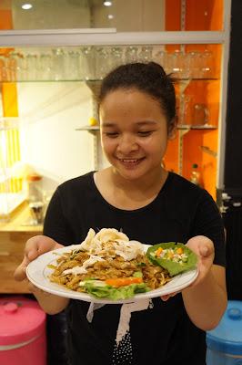Beka siap menjadi model food blogger di Pontianak