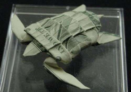 Papiroflexia en billetes de dollar.