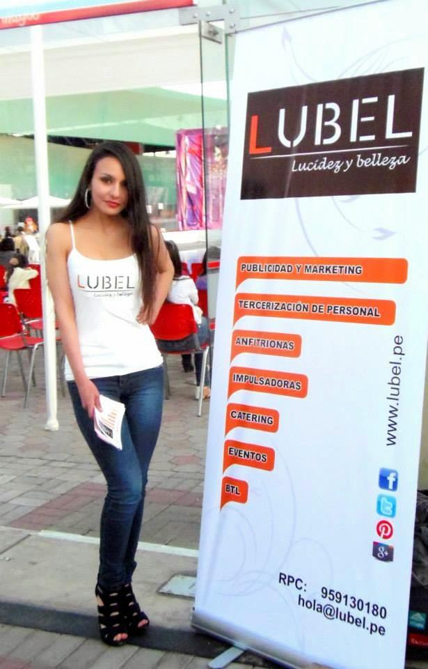 Anfitriona Lubel en Miss chiquitita Club internacional Arequipa
