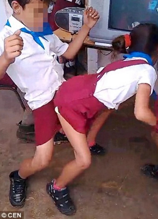 Video Aksi Tarian Lucah Kanak-Kanak Tersebar, Bapa Bangga