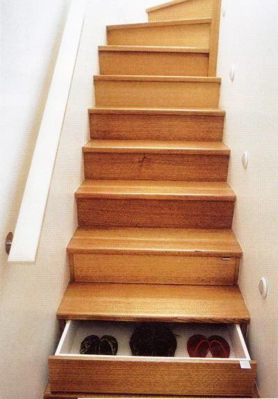 solution gain de place tiroirs dans marche escalier