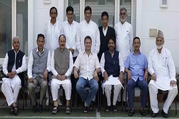 rahul-gandhi-meet-with-stone-pelter-supporter-nc-leader-in-new-delhi