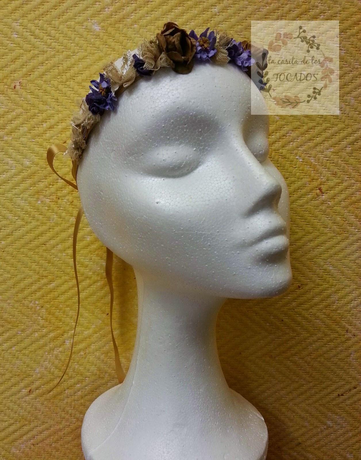 diadema de flores pequeñas con cinta para atar en colores dorado, malva y morado