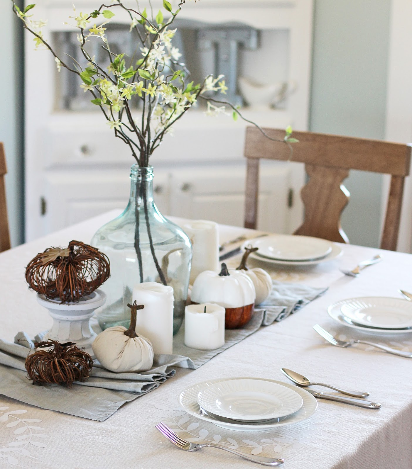 Dress your table for Thanksgiving with this pretty DIY tablecloth