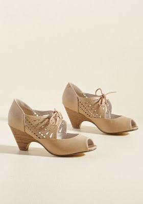 model sepatu wanita untuk jalan jalan