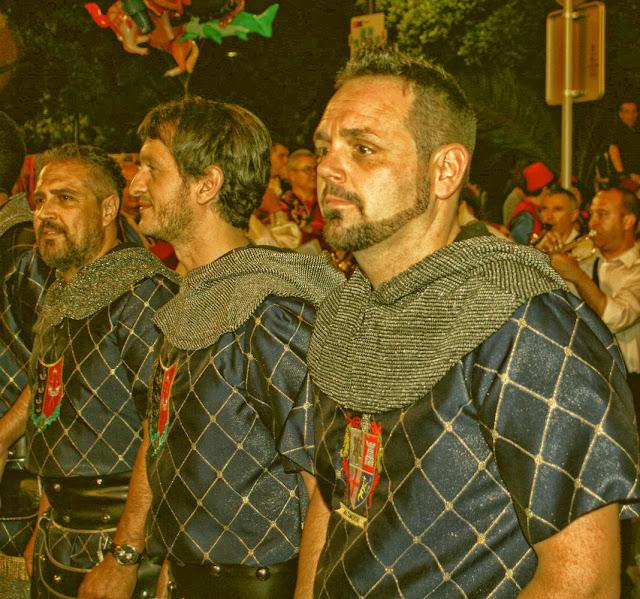 http://www.morosycristianos.club/component/joomgallery/elda/fotos-moros-y-cristianos-elda-2016-ervieco?page=2#category