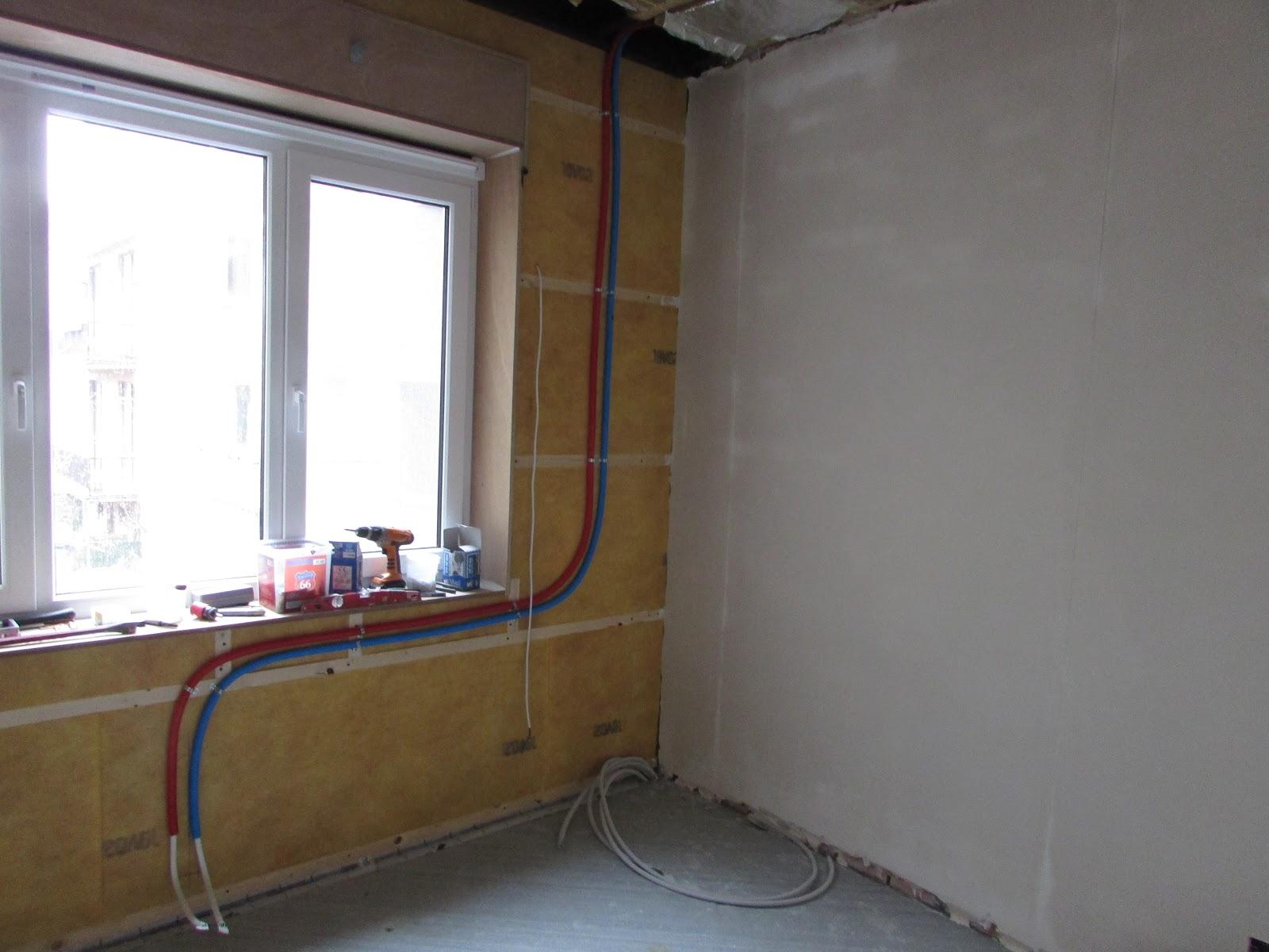verbouwing van ons ouderlijk huis: CV-leidingen slaapkamer