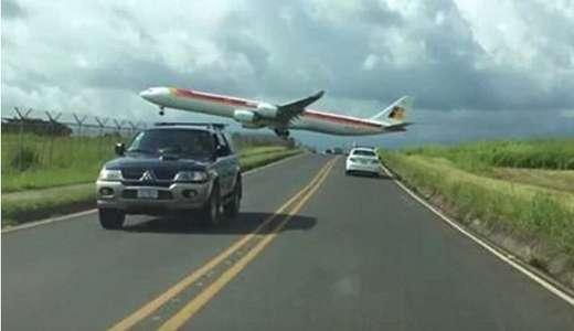 pesawat terbang terlalu rendah saat mendarat