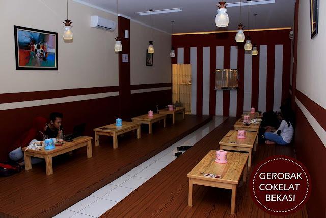 Desain Cafe Lesehan Menarik Yang Membuat Betah