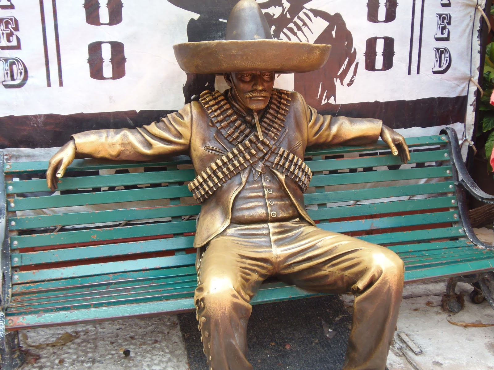 golden, metal, fifth avenue, 5th ave, mexico, playa del carmen, cancun, travel, traveling