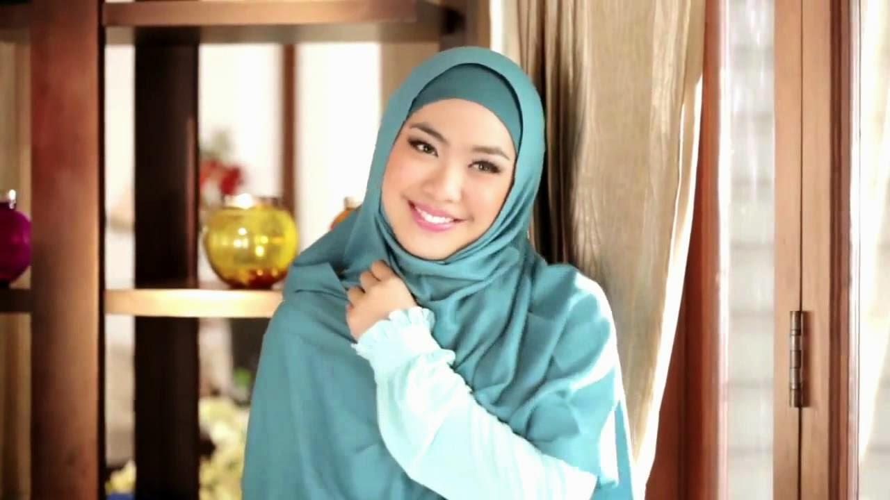 hijab wanita pendek