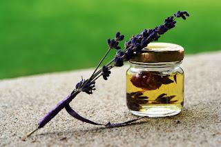 5 uleiuri esentiale care nu trebuie sa lipsească din casa ta