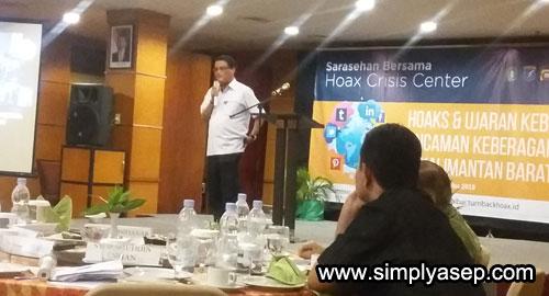 MATERI : Rektor Unoversitas Tanjungpura (UNTAN) Pontianak Prof.H.Thamrin Usman DEA saat memaparkan presentasinya . Foto Asep Haryono