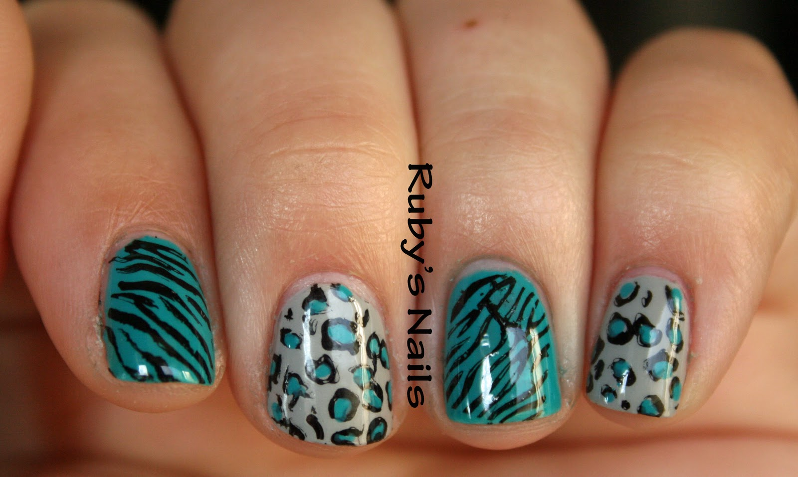 Zebra Print Acrylic Nails